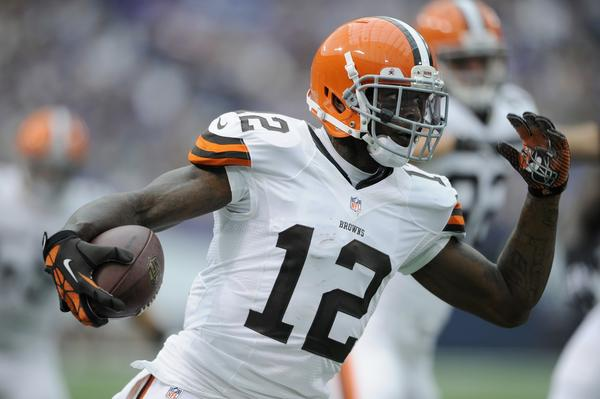 Josh Gordon of the Cleveland Browns run after catching a pass Sunday against the Vikings.