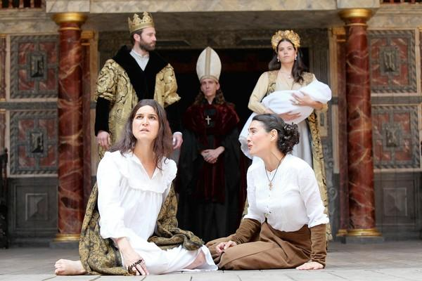 "Rakata's ""Henry VIII/Enrique VIII"" is a Spanish take on Shakespeare's play."