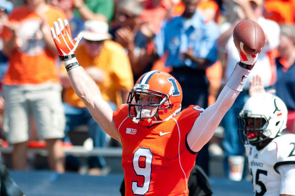 Illini wide receiver Steve Hull celebrates a touchdown during the third quarter against Cincinnati.