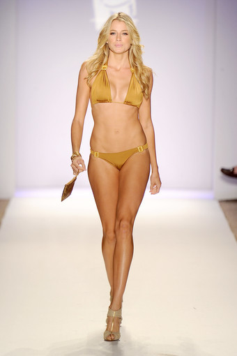 <b>Photos:</b> Mercedes-Benz Fashion Week Swim - Jogo Beach