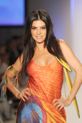 <b>Photos:</b> Mercedes-Benz Fashion Week Swim - Lisa Blue: Adriana De Moura