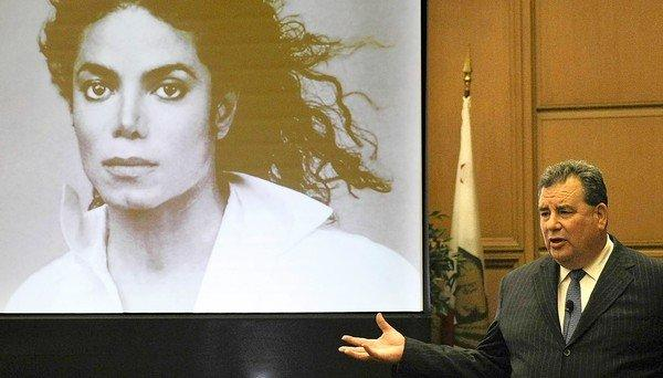 Brian Panish, attorney for Michael Jackson's family, delivers his closing argument to jurors in a packed courtroom in downtown Los Angeles on Tuesday.