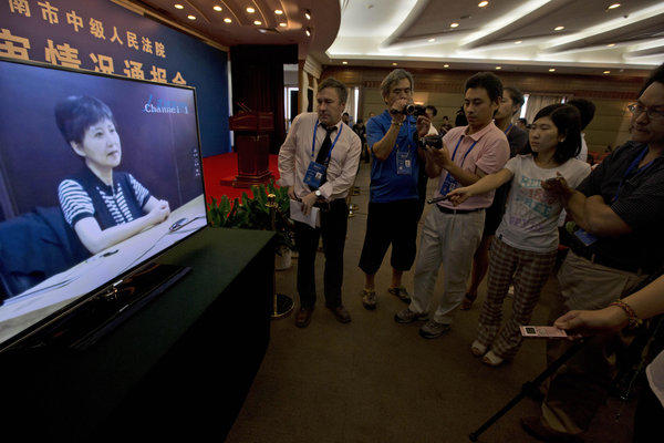 Journalists watch pre-recorded testimony by Gu Kailai, the wife of former Chinese politician Bo Xilai, in August at a hotel in Jinan, China. Many contrasted the case of vendor Xia Junfeng, who was executed Wednesday, with that of Gu, who is serving a life term.