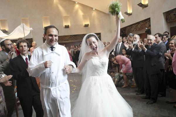 The granddaughter of its founding rabbi ties the knot at Beth El Congregation of Baltimore.