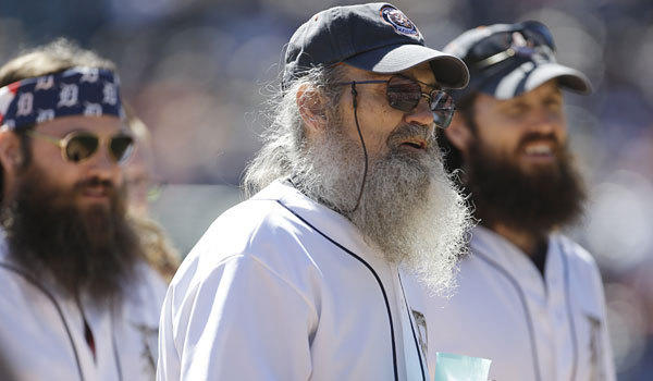 Si Robertson, center, threw out the ceremonial first pitch at the Detroit Tigers-Chicago White Sox game on Sunday. He was joined by nephews Willie and Jase.