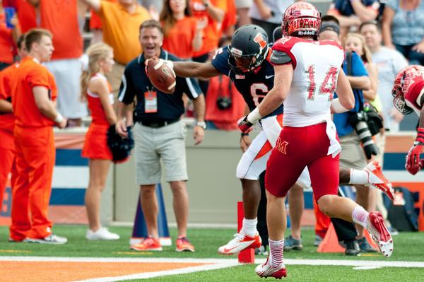Illini running back Josh Ferguson reaches for a touchdown during the second quarter.