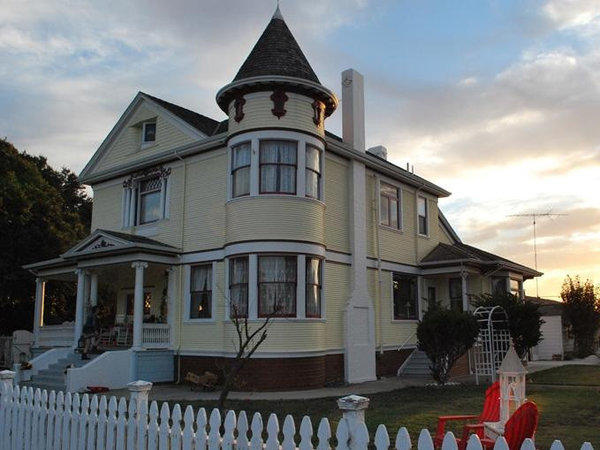 The Joshua Inn Bed & Breakfast in Hollister, Calif., features rooms in a 1902 Victorian house.