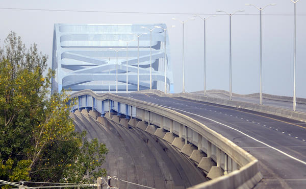 A span on the Leo Frigo Memorial Bridge in Green Bay, Wis., dipped across all four lanes, prompting its closure.
