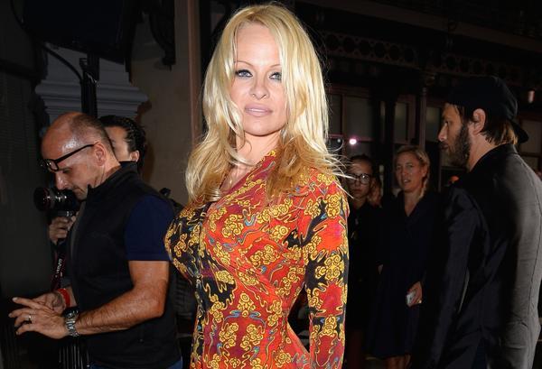 Actress/model Pamela Anderson plans to run the New York Marathon to benefit Haiti.