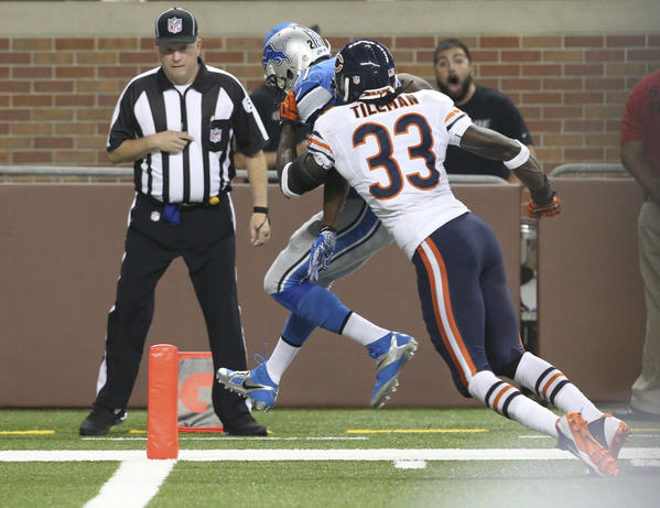 Bears cornerback Charles Tillman can't get to the Lions Reggie Bush in time.