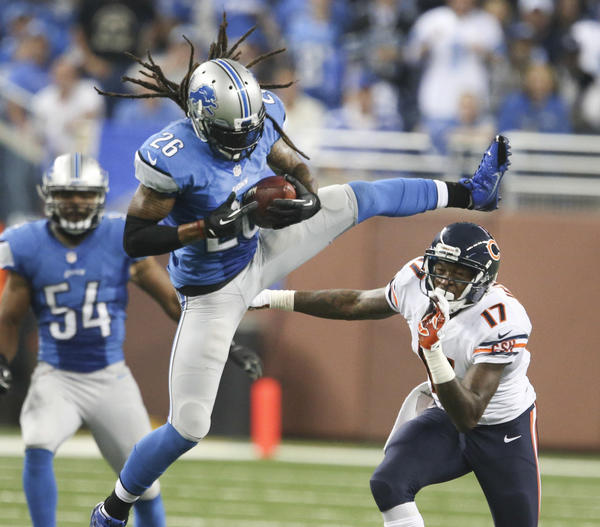 Detroit Lions free safety Louis Delmas intercepts a Jay Cutler pass Sunday.