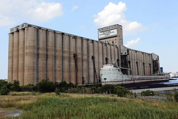 A rusted ship sits near unused silos at the Illinois international Port District in July. A state auditor general's report detailed numerous shortcomings, some going back decades, in how the port operated. It said the district's policies governing use of port facilities and services, including rates for dock and wharf fees, hadn't been updated in 30 years.