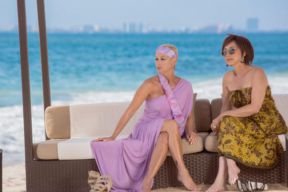 Country music stars Pam Tillis (right) and Lorrie Morgan (left) agree that a trip to Puerto Vallarta with their husbands ranks as one of their all-time favorite vacations.