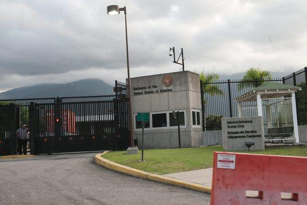 Nicolas Maduro announces the expulsion of three U.S. diplomats from Venezuela
