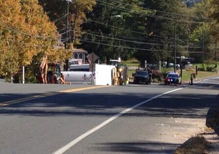 Equipos de CNG trabajan en la escena de un escape de gas en la ruta 315 el martes.