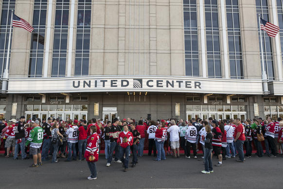 Fans waiting to see the Chicago Blackhawks walking down a red carpet into the United Center before the first game of their 2013-14 season on October 1, 2013. ( Jonathan Mathias for RedEye )