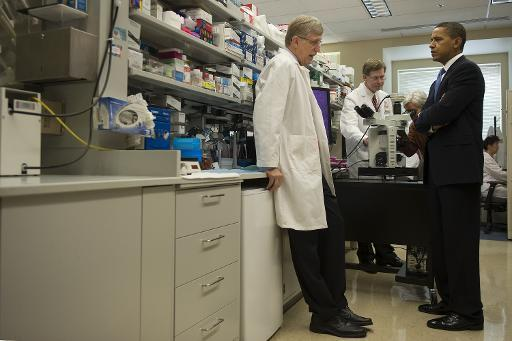 President Obama speaks with NIH Director Francis Collins in 2009.