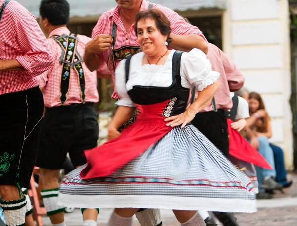 Schuhplattler Gruppe Alpenrose brings the German jams Saturday and Oct. 26 in Casselberry.