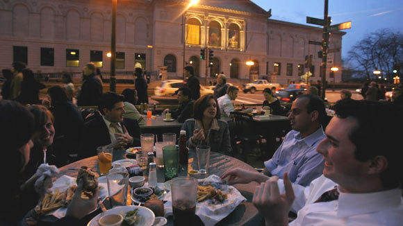 Diners eat outdoors at the Bennigan's across Michigan Avenue from the Art Institute in a 2006 file photo.