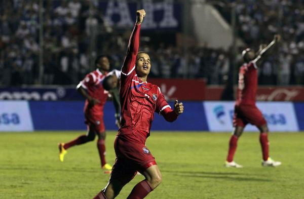 Panama's Roberto Chen celebrates after scoring against Honduras during their 2014 World Cup qualifying soccer match in Tegucigalpa September 10, 2013.