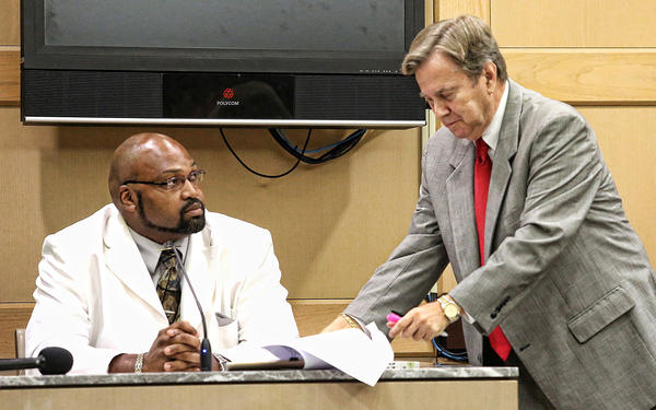 State witness Dwayne Nicholson is cross-examined by defense attorney David Bogenschutz during day 5 of the trial for the murder of South Florida businessman Gus Boulis.