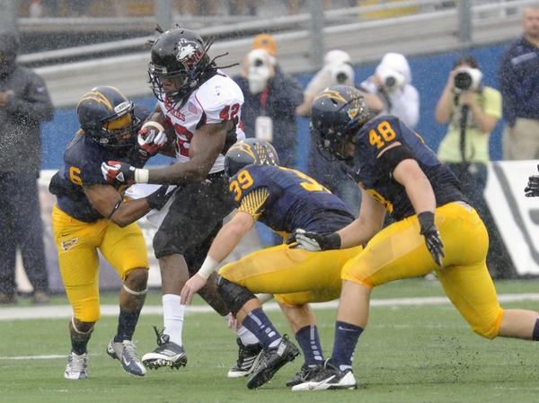 Cameron Stingily runs with the ball against Kent State's Keenan Stalls, Luke Wollet and Nate Vance.