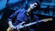 Review: John Mayer thoughtful but frisky at Hollywood Bowl