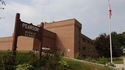 Las escuelas de Winchester, incluyendo la Escuela Intermedia Pearson, podran cerrar en diciembre despus de que la ciudad perdiera ms de $2 millones en fondos malversados.