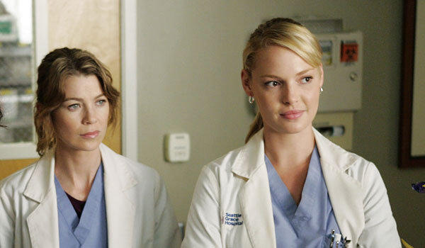 Ellen Pompeo, left, and Katherine Heigl on 'Grey's Anatomy'