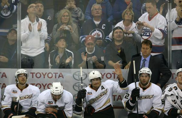 Ducks forward Teemu Selanne, center, acknowledges the crowd while receiving a standing ovation from Winnipeg Jets fans during Sunday's game.
