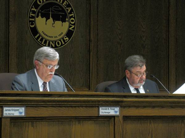 Wheaton city council members voted unanimously on Monday to lower the city's age requirement on those who serve alcohol from 19 to 18.