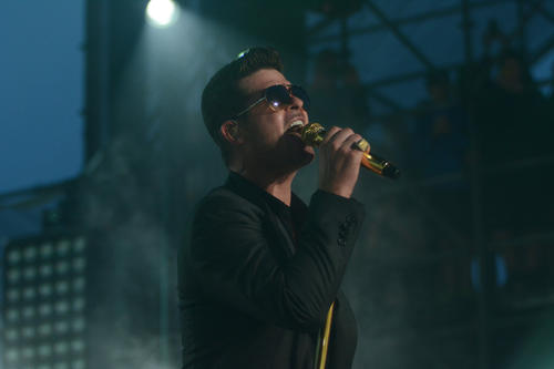 Robin Thicke performs at Virgin Mobile FreeFest 2013.