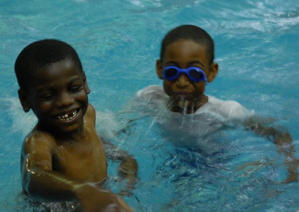 Evanston Swims Kicks Off At Three Crowns Park Pool Chicago Tribune