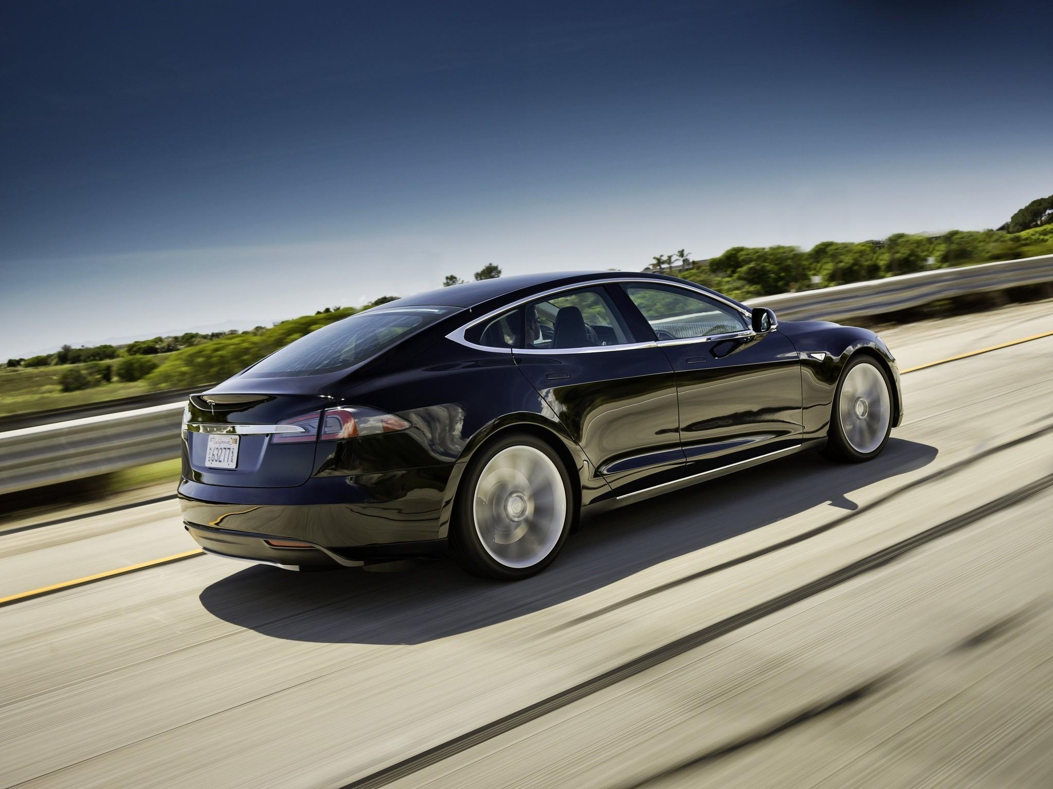 Tesla's Elon Musk defends Model S electric car after fire