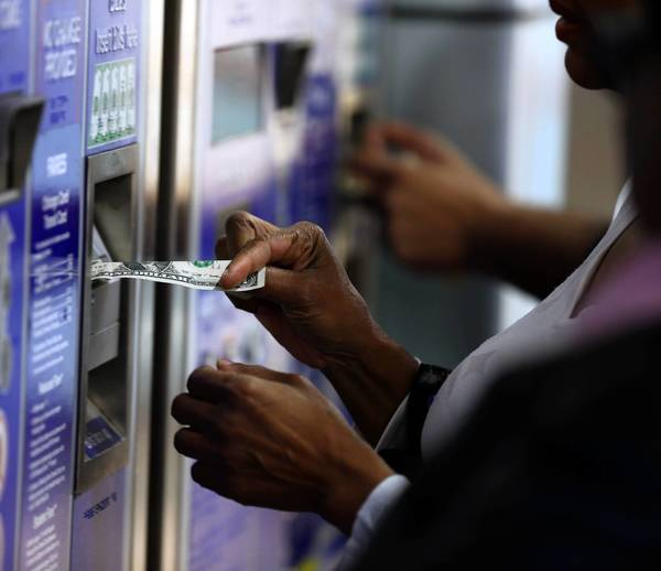 Sales of magnetic stripe CTA cards will continue as the agency tries to fix problems with the transition to new Ventra cards.