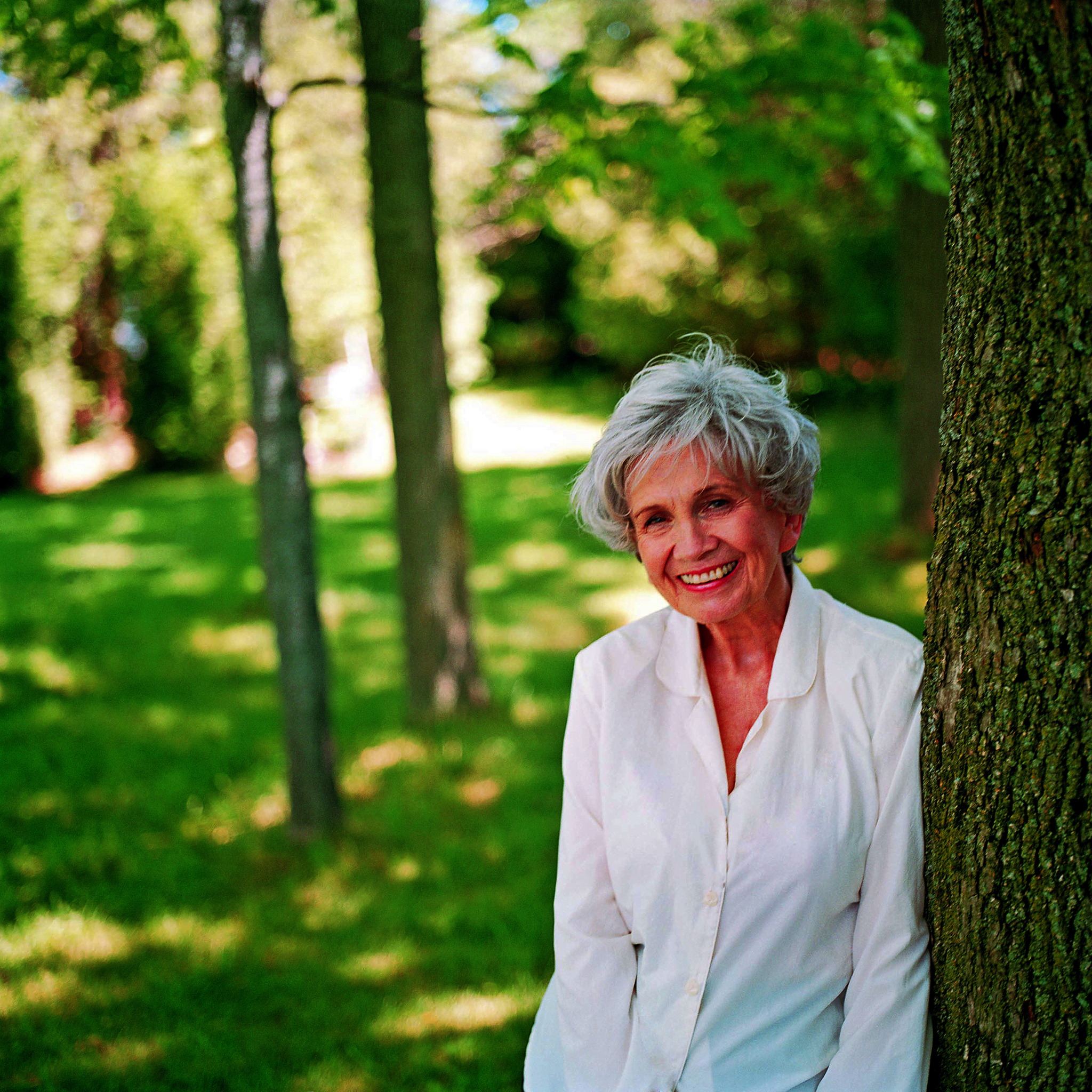 how i met my husband by alice munro essay Early life and education munro was born alice ann laidlaw in wingham, ontarioher father, robert eric laidlaw, was a fox and mink farmer, and later turned to turkey farming her mother, anne clarke laidlaw (née chamney), was a schoolteacher.