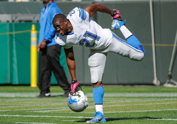 Lions running back Reggie Bush warms up prior to the game against the Packers.