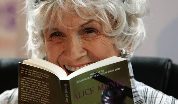 Canadian author Alice Munro has been awarded this year's Nobel Prize in literature.