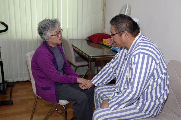 Imprisoned American Kenneth Bae visits with his mother, Myunghee, at a hospital in Pyongyang, North Korea.