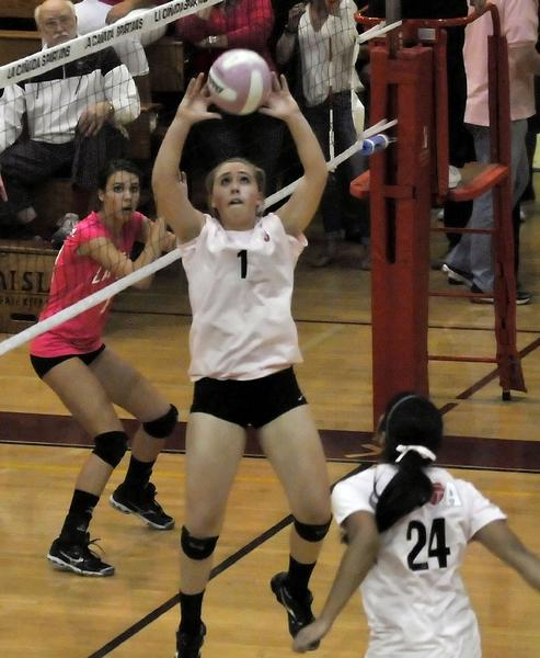 Flintridge Sacred Heart Academy setter Sophia Coffey had 28 assists in a sweep over La Cañada High.