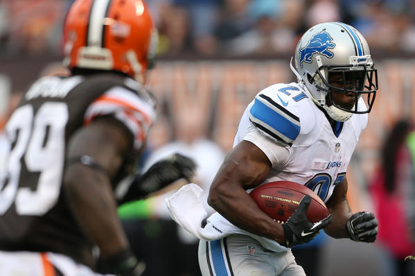 Detroit Lions running back Reggie Bush (21) runs past Cleveland Browns free safety Tashaun Gipson (39) for a touchdown during the third quarter.