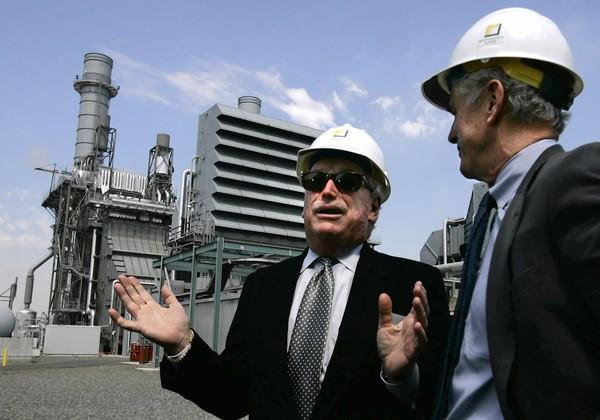 California Public Utilities Commission President Michael R. Peevey and Southern California Edison Chairman John Bryson chat after the utility dedicates the Mountainview generating facility in Redlands in 2006. Peevey calls the state's alternative energy program a success.
