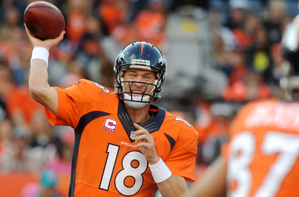 Broncos quarterback Peyton Manning throws a pass to wide receiver Eric Decker in the fourth quarter Sunday.