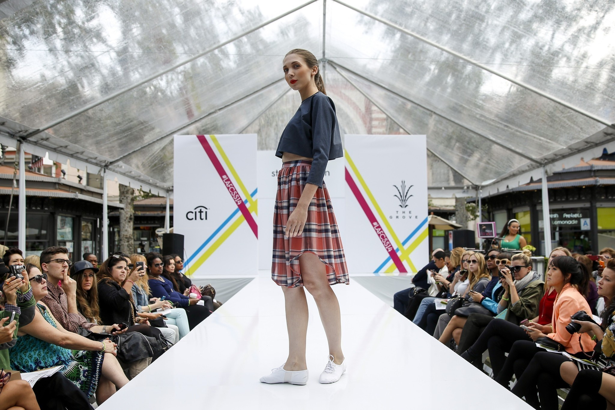 Los Angeles Fashion Week Local Style In High Gear La Times