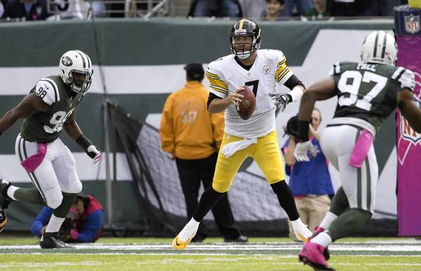Quarterback Ben Roethlisberger of the Pittsburgh Steelers runs out of the pocket against the the New York Jets at MetLife Stadium in East Rutherford.