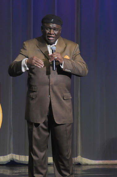 Longtime Las Vegas funnyman George Wallace will share some of his time-tested jokes in an upcoming book.
