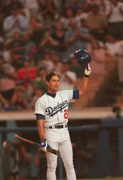 Center fielder Brett Butler of the Los Angeles Dodgers raises his helmet to acknowledge the crowd as he returns to play after a four-month lay off due to cancer surgery to start the game against the Pittsburgh Pirates at Dodger Stadium in Los Angeles. (File photo)