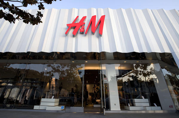 H&M will move a massive store into the FIGat7th shopping center in downtown Los Angeles.