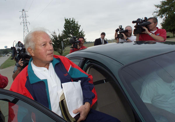 Former Louisiana Gov. Edwin Edwards in Fort Worth, Texas, before checking into prison in October 2002.
