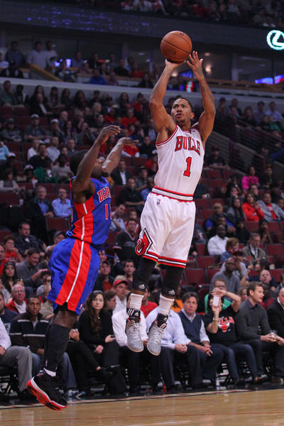 Derrick Rose is back and playing at the United Center. Here's proof.